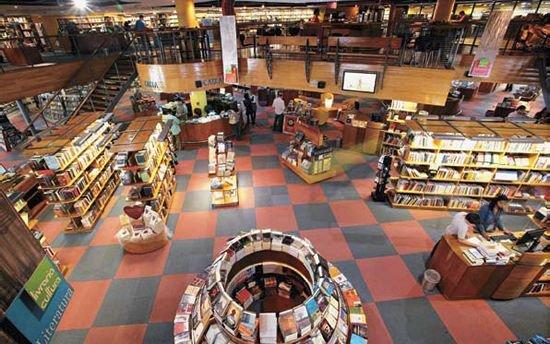 disposicao-de-livros-na-livraria