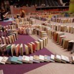 O maior dominó de livros do mundo