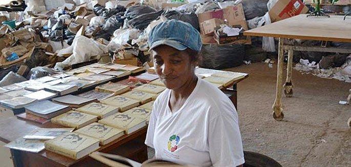 catadora-de-lixo-empresta-livros