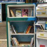 Geladeiras viram bibliotecas em projeto de faculdade catarinense