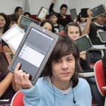 Escolas particulares adotam tablets em substituição ao livro impresso